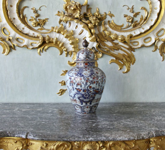 Grand antique vase in home to promote Powell Commercial Insurance Brokers - Home Insurance